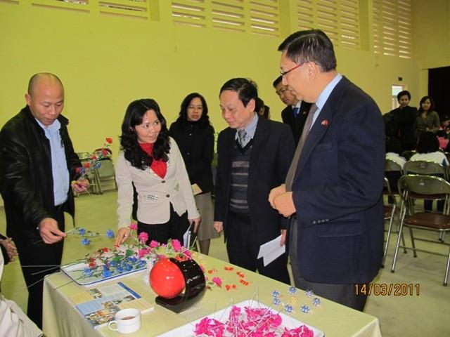 กิจกรรมการกุศลของสถานทูตไทยประจำเวียดนาม ณ โรงเรียนคนตาบอด NguyenDinhChieu - ảnh 7