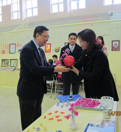 กิจกรรมการกุศลของสถานทูตไทยประจำเวียดนาม ณ โรงเรียนคนตาบอด NguyenDinhChieu - ảnh 8