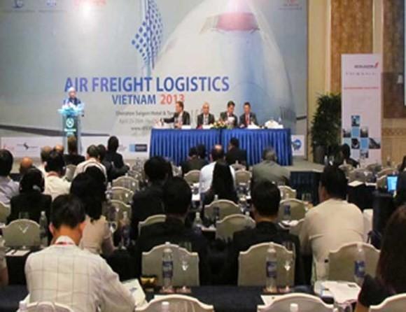เวียดนามผลักดันความร่วมมือด้านการขนส่งทางอากาศระหว่างประเทศ - ảnh 1