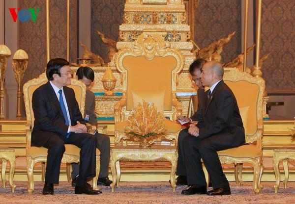 เวียดนามมีความประสงค์ที่จะพัฒนาความสัมพันธ์มิตรภาพและความร่วมมือกับกัมพูชาต่อไป - ảnh 1