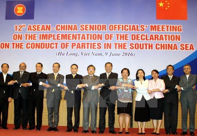 ปัญหาทะเลตะวันออกได้รับการหารือในการประชุมเจ้าหน้าที่อาวุโสระหว่างอาเซียนกับจีน - ảnh 1