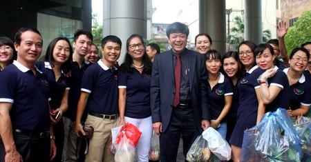 งานแสดงสินค้าเพื่อการกุศลในโอกาสฉลองครบรอบ๗๑ปีการก่อตั้งสถานีวิทยุเวียดนาม - ảnh 2