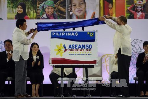 ฟิลิปปินส์ขึ้นดำรงตำแหน่งประธานหมุนเวียนอาเซียน - ảnh 1