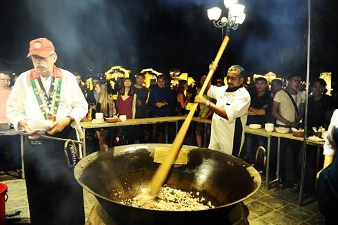 เชฟต่างชาติ12คนเข้าร่วมงานมหกรรมอาหารนานาชาติครั้งที่3 - ảnh 1