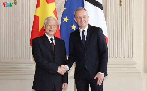 เลขาธิการใหญ่พรรคฯเวียดนามพบปะกับผู้นำรัฐสภาฝรั่งเศส - ảnh 1