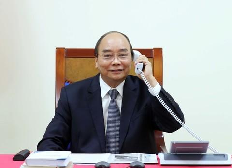 นายกรัฐมนตรีเวียดนามพูดคุยผ่านทางโทรศัพท์กับผู้บริหารเครือบริษัท Exxon Mobil  - ảnh 1