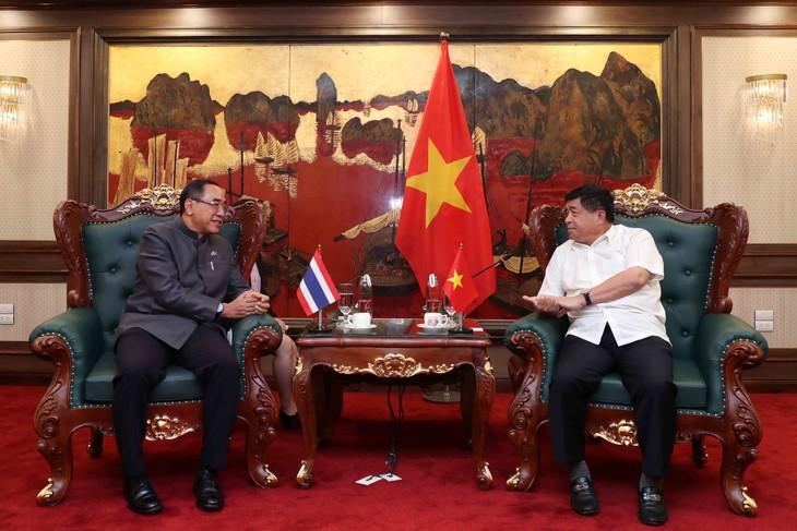 ส่งเสริมความร่วมมือด้านการลงทุนระหว่างเวียดนามกับไทย   - ảnh 1