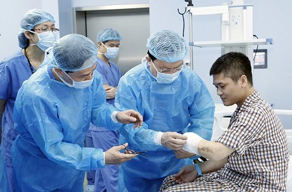 การผ่าตัดของแพทย์ที่โลกต้องจดจำ - ảnh 2