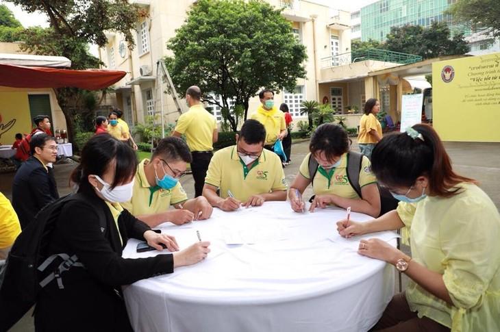 กิจกรรมบริจาคโลหิตของสถานทูตไทยประจำกรุงฮานอย - ảnh 1