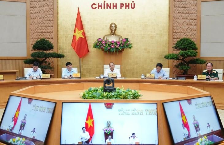 응우옌 쑤언 푹 국무총리, 공공투자 100%지출에 대한 빈투언성 약속환영 - ảnh 1
