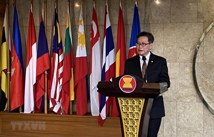 เวียดนามมีส่วนร่วมต่อการสร้างสรรค์ประชาคมอาเซียน  - ảnh 1