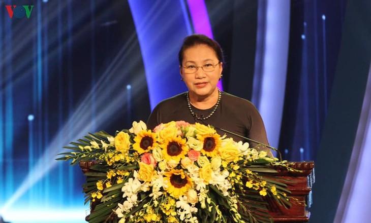 งานด้านการสื่อสารต่างประเทศมีส่วนร่วมยกระดับชื่อเสียงและสถานะของเวียดนามบนเวทีโลก - ảnh 1