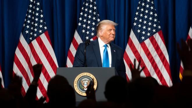 ประธานาธิบดี โดนัลด์ ทรัมป์ได้เป็นผู้ลงสมัครสู้ศึกเลือกตั้งประธานาธิบดีสหรัฐของพรรครีพับลิกัน - ảnh 1