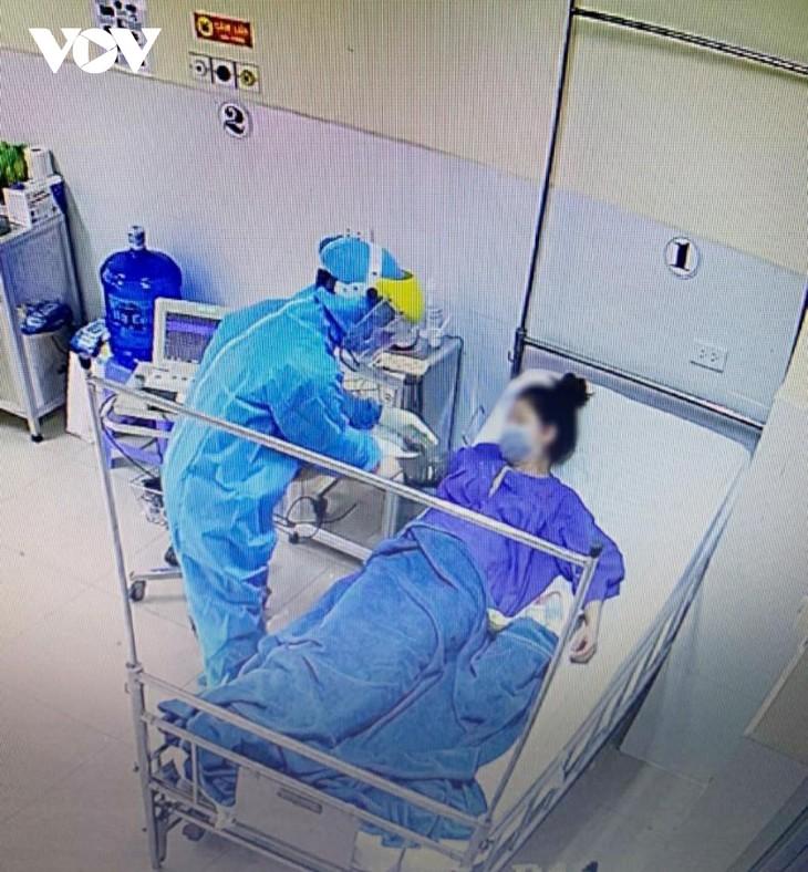 ภาพลักษณ์ของแพทย์ในการรับมือการแพร่ระบาดของโรคโควิด -19 จารึกในหัวใจของประชาชน - ảnh 1