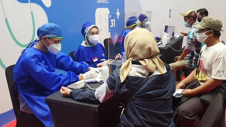 อินโดนีเซียมีจำนวนผู้ที่ได้รับการฉีดวัคซีนป้องกันโรคโควิด -19 มากเป็นอันดับ 7 ของโลก - ảnh 1