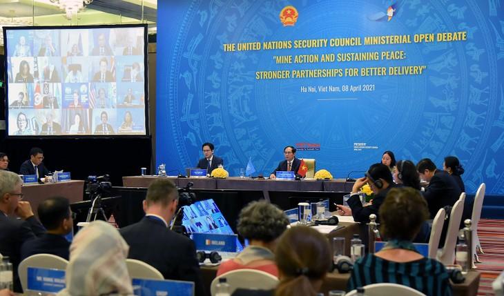 เวียดนามเป็นประธานในการประชุมของคณะมนตรีความมั่นคงแห่งสหประชาชาติเกี่ยวกับปัญหาทุ่นระเบิด - ảnh 1