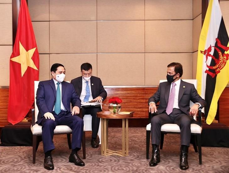 เวียดนามมีส่วนร่วมอย่างแข็งขันและจริงจังในการประชุมผู้นำอาเซียน - ảnh 2
