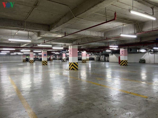 Commercial centres deserted in Hanoi amidst COVID-19 fears - ảnh 13