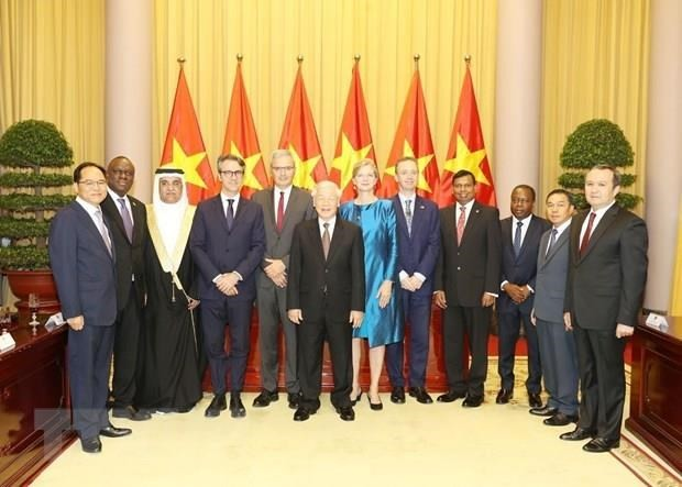 Party, State leader welcomes newly-accredited foreign ambassadors - ảnh 1