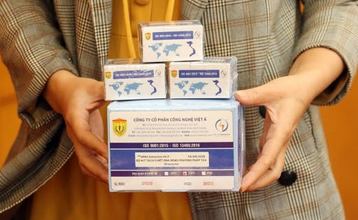 Made-in-Vietnam COVID-19 test kit certified by WHO, UK - ảnh 1