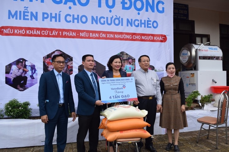 Localities support people affected by COVID-19 - ảnh 1