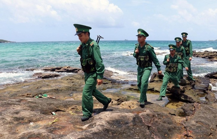 NA debates draft laws on border defense, guest workers - ảnh 1