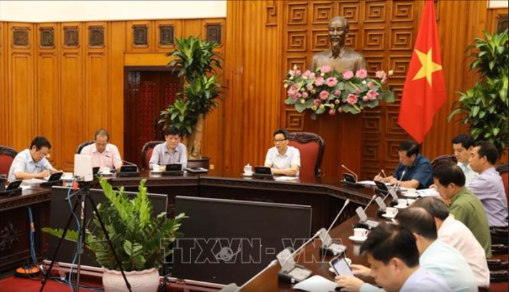 Vietnam tightens entry of foreign experts, guest workers to prevent COVID-19 infection - ảnh 1