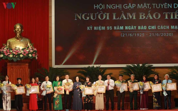 Culture, sport, tourism journalists honored - ảnh 1