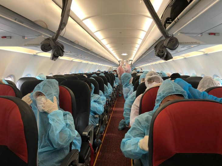 More Vietnamese citizens overseas brought home - ảnh 1