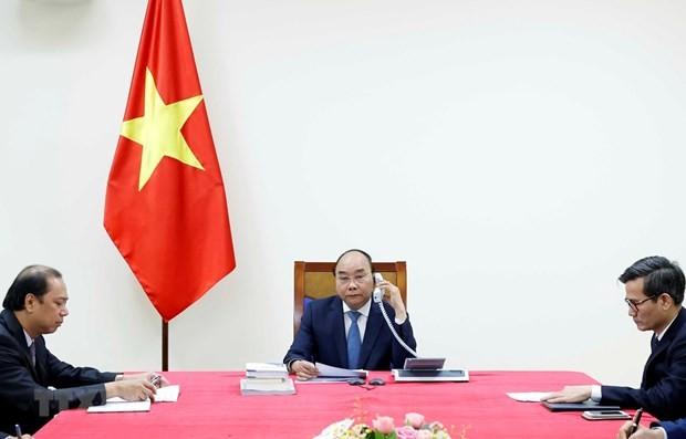 Vietnamese, Japanese PMs hold phone talks - ảnh 1