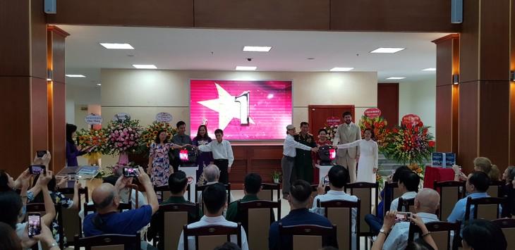 Exhibition highlights Vietnam's national flag, anthem, and emblem - ảnh 1