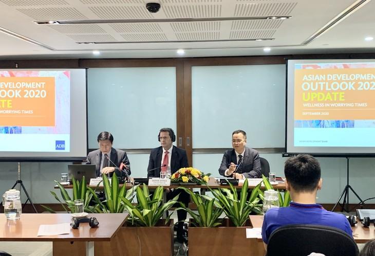 Positive mid and long term economic outlooks for Vietnam - ảnh 1