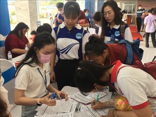 Over 10,000 job vacancies introduced at HCM City's job fair 2021 - ảnh 1