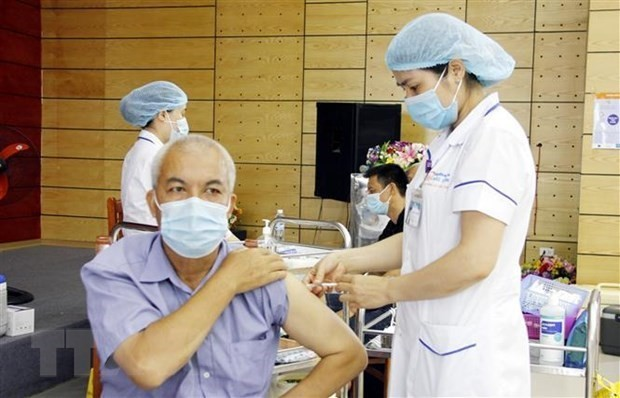 Vietnam seeks various sources of COVID-19 vaccine supply - ảnh 1