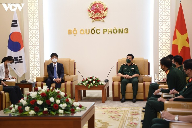 Vietnam, South Korea boost defense cooperation - ảnh 1
