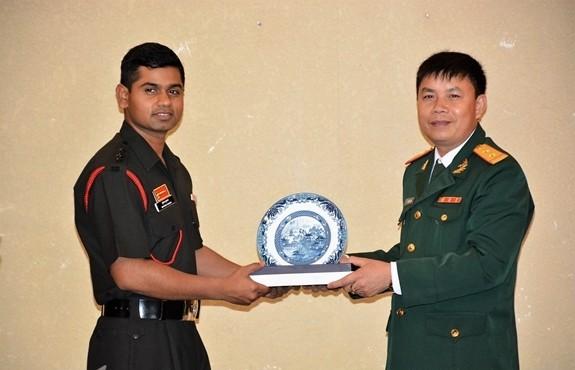 加强越南和印度青年军官的交流 - ảnh 1