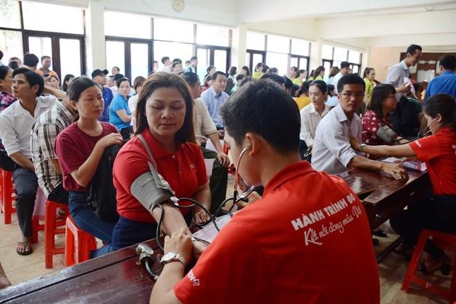 第七次红色之旅在岘港举行   1500名志愿者参加 - ảnh 1
