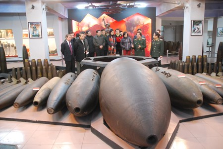 Int'l Day for Mine Awareness & Assistance in Mine Action marked in Hanoi - ảnh 1