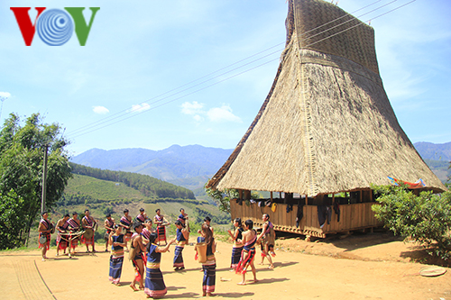 Community, authorities join hands to preserve Kon Tum's ethnic cultures - ảnh 1