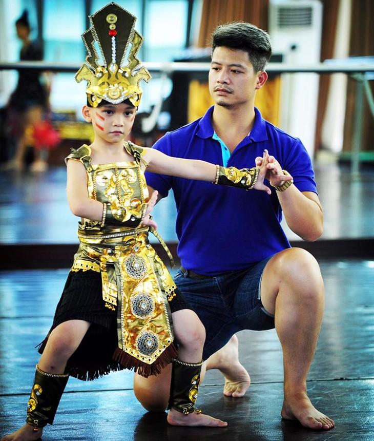 "Vietnam's ""ballet prince"" dreams of introducing Vietnamese ballet abroad - ảnh 2"