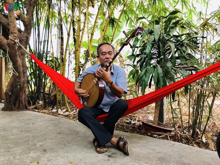 "Veteran Mekong Delta artist sees ""amateur singing"" as his soulmate - ảnh 2"