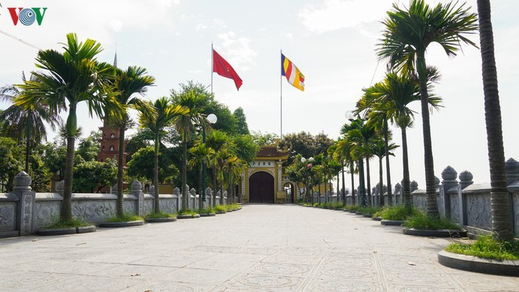 Hanoi's relic sites reopen to visitors - ảnh 12