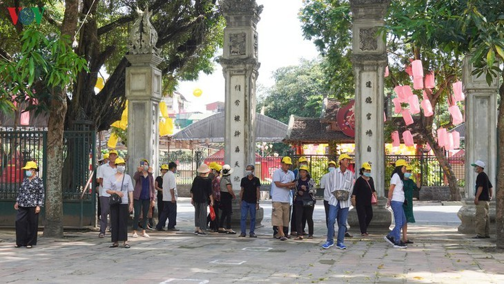 Hanoi's relic sites reopen to visitors - ảnh 3