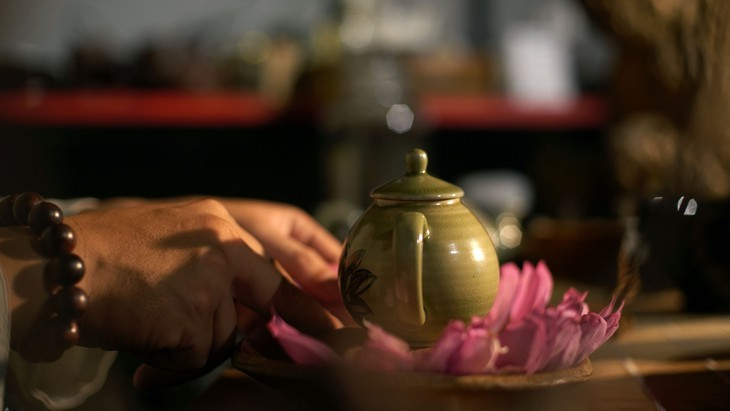 Past and present linked in Hanoi's tradition of enjoying lotus tea - ảnh 3