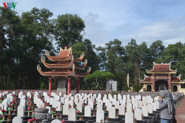 Tribute paid to fallen soldiers at former battlefields in Quang Tri - ảnh 1