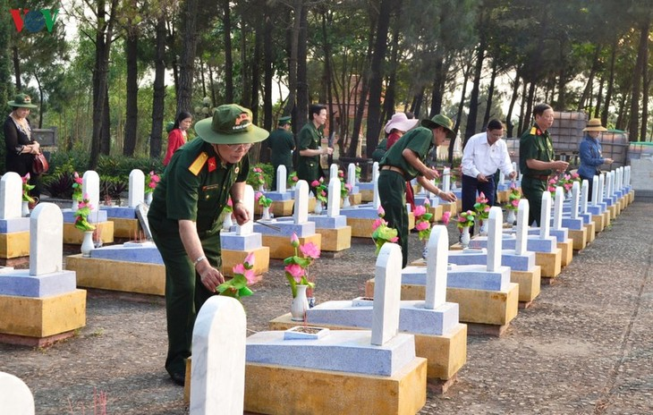 Tribute paid to fallen soldiers at former battlefields in Quang Tri - ảnh 2