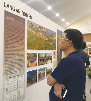 Exhibition calls attention to preserving Vietnam's traditional villages - ảnh 2