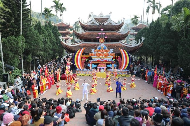 Spring festivals add greater value to Vietnam's cultural treasure  - ảnh 1