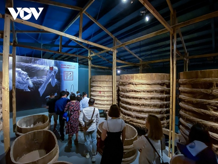 Making fish sauce in southern Vietnam - ảnh 14
