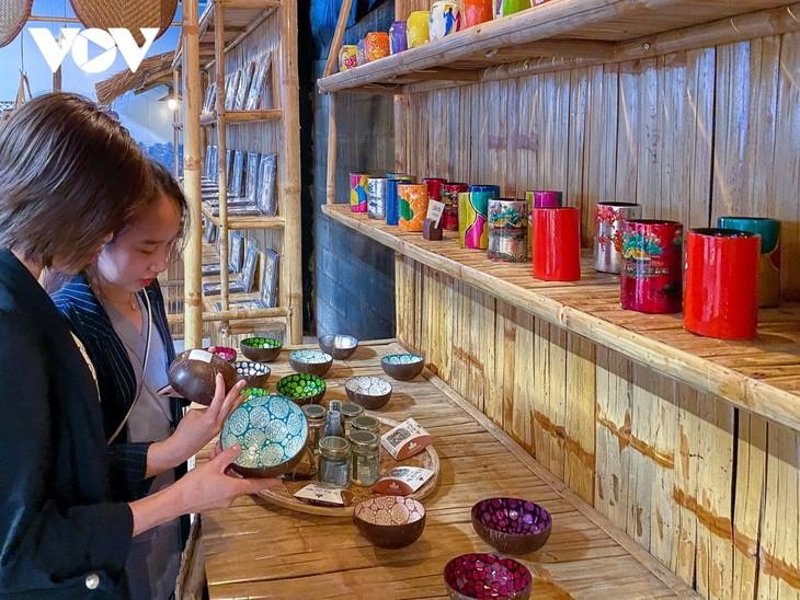 Making fish sauce in southern Vietnam - ảnh 16